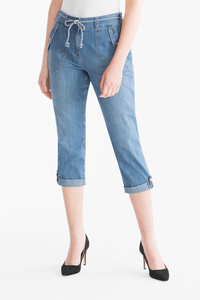 The Denim         THE CROP JEANS CLASSIC FIT
