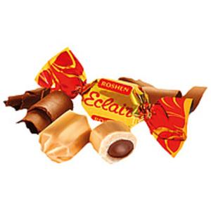 """Gefüllte Karamellen """"Eclair"""" mit einer Füllung mit Kakaogesc..."""