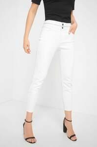 Jeans mit Schmucksteinchen