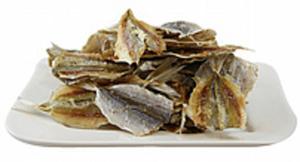 Snack aus Goldband-Selar, luftgetrocknet und gesalzen /lose