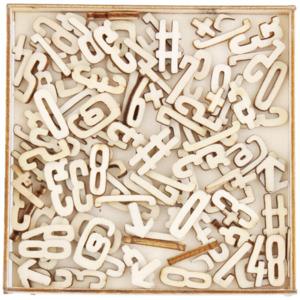 Holzbuchstaben in Schachtel
