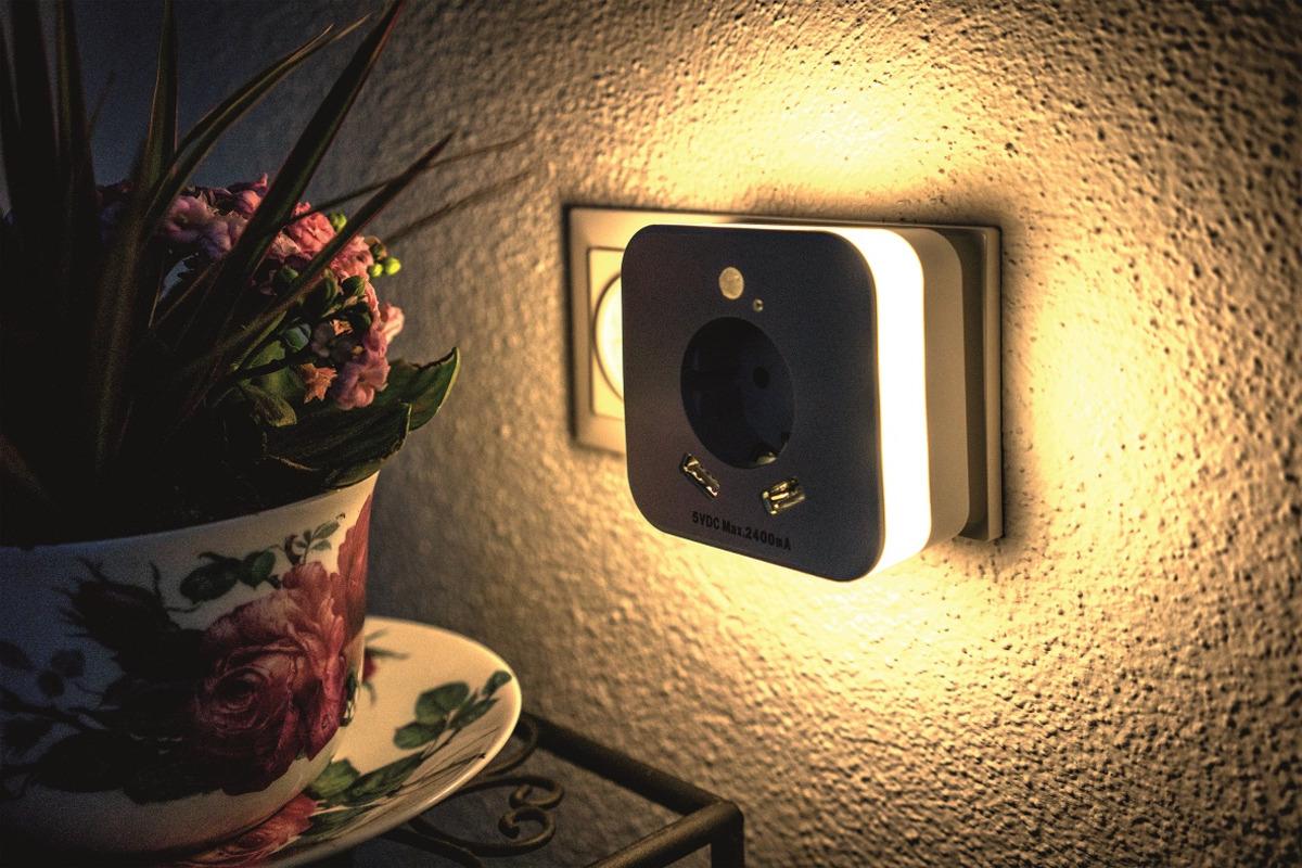 Bild 2 von InnTec Nachtlicht mit 2 USB-Steckdosen