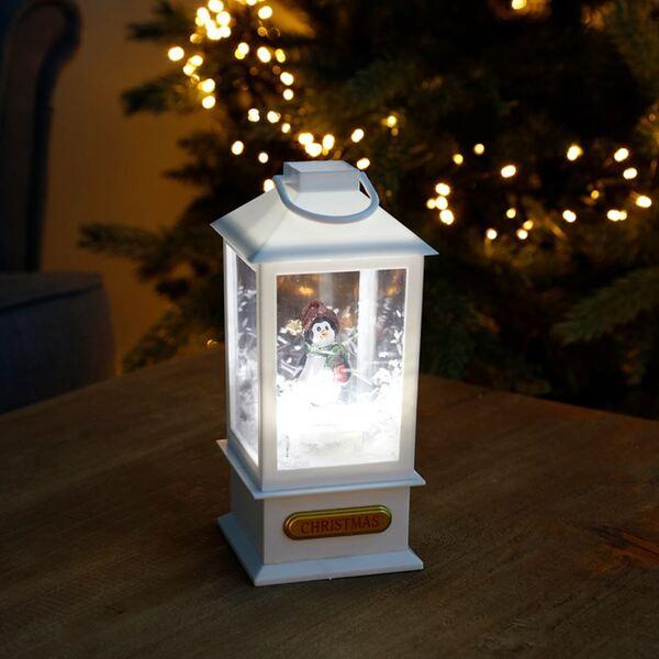 LED-Dekolaterne mit Schnee-Effekt und Pinguin 9x9x19,5cm Weiß