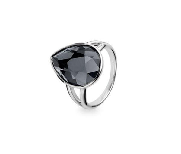 Ring verziert mit funkelndem Glasstein
