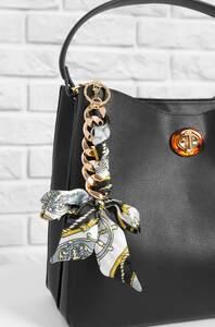 Hobo Bag mit Zierelementen
