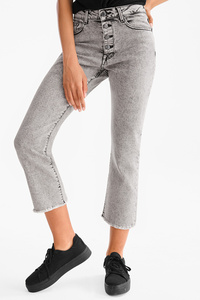 THE WIDE FLARE JEANS