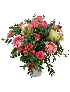 Blumenstrauß mit Rosen, Eukalyptus, Ø 35–40 cm