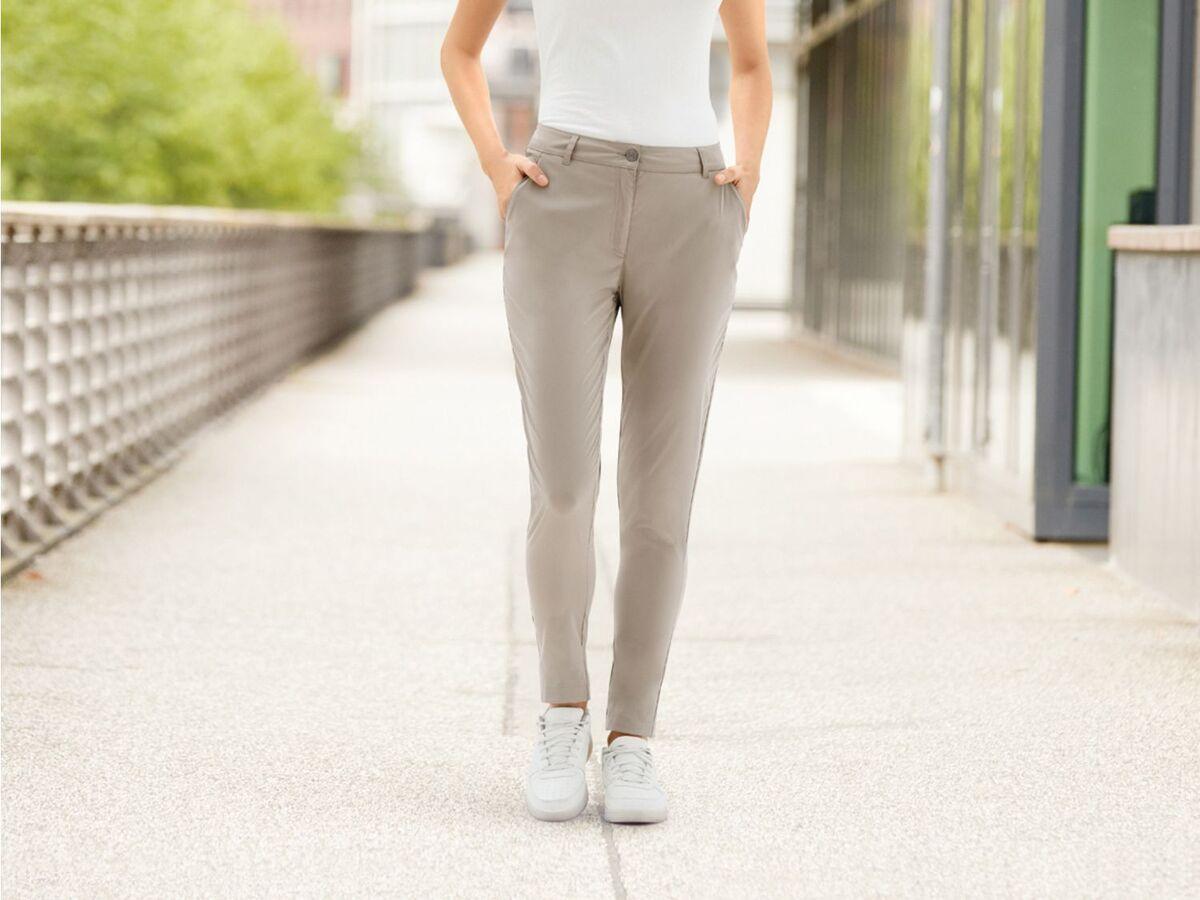 Bild 4 von CRIVIT® Chino Hose Damen, mit Eingrifftaschen und Gesäßtasche, wasserabweisend