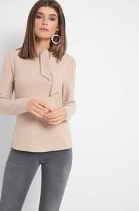 Shirt mit Zierknoten