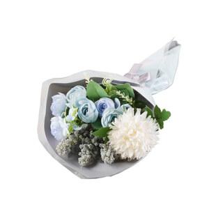 Blumenstrauß in Pastellblau