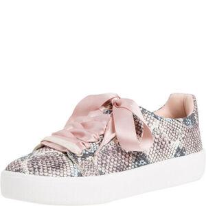 Tamaris Sneaker, leichte Sohle, Satinband-Schnürsenkel, für Damen