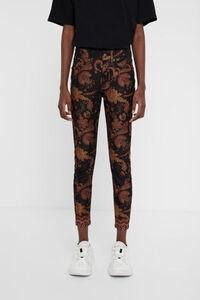 Skinny Jeans im Ethno-Style