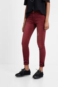 Skinny Jeans mit Blumenstickerei