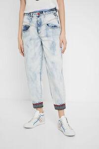 Abgewetzte Mum-Jeans