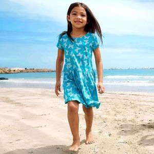 Kinder-Mädchen-Kleid mit wunderschönen Schmetterlingen
