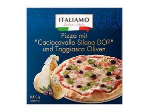 Pizza mit Caciocavallo Käse und Taggiasca Oliven