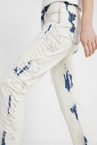 Abgenutzte Boyfriend-Jeans