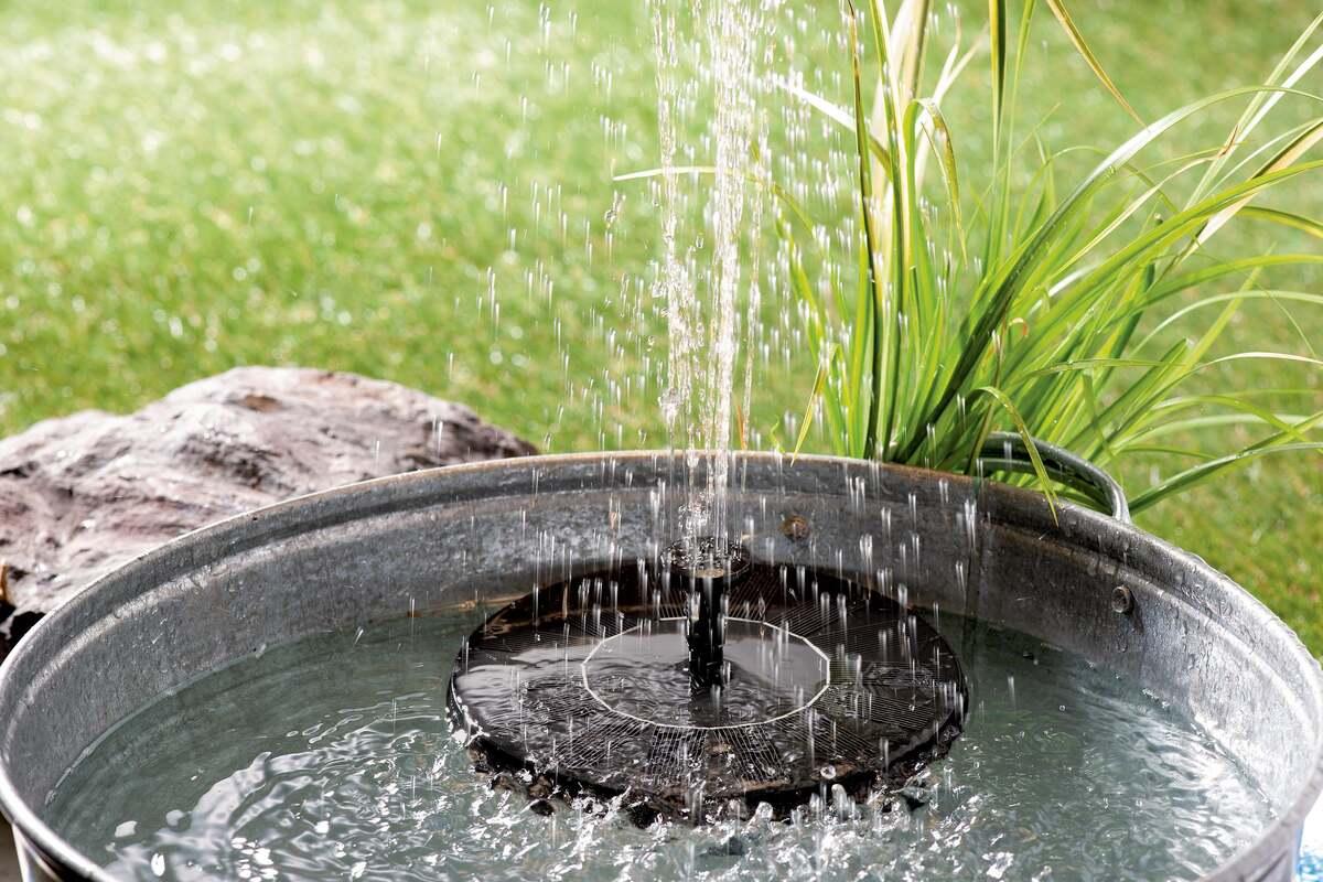 Bild 2 von IDEENWELT Solar-Springbrunnen