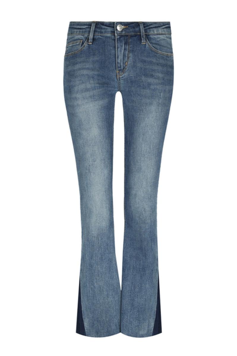 Bild 4 von Blaue, ausgestellte Jeans