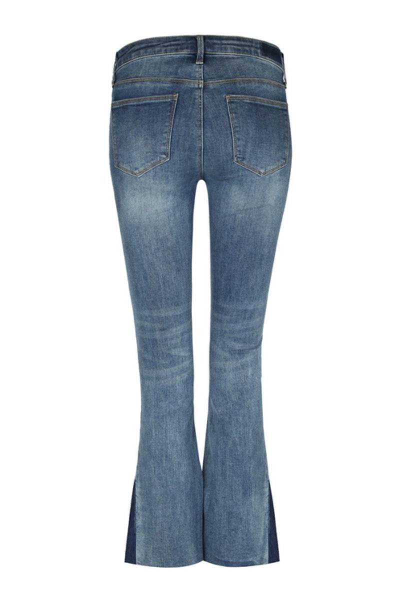 Bild 5 von Blaue, ausgestellte Jeans