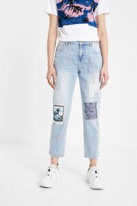 Boyfriend-Jeans mit Patch