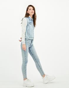 Blaue Jeans Jacke mit Sweatshirt Style