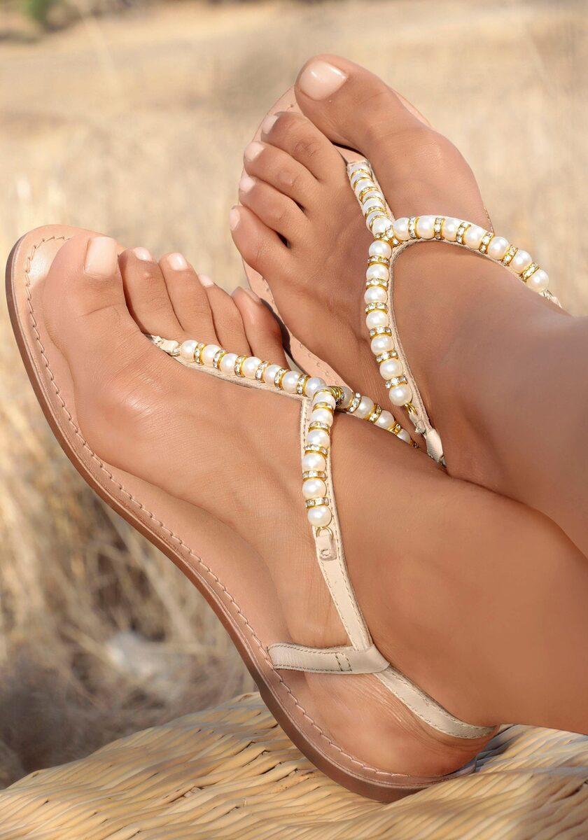 Bild 1 von LASCANA Zehentrenner mit Perlen aus Leder