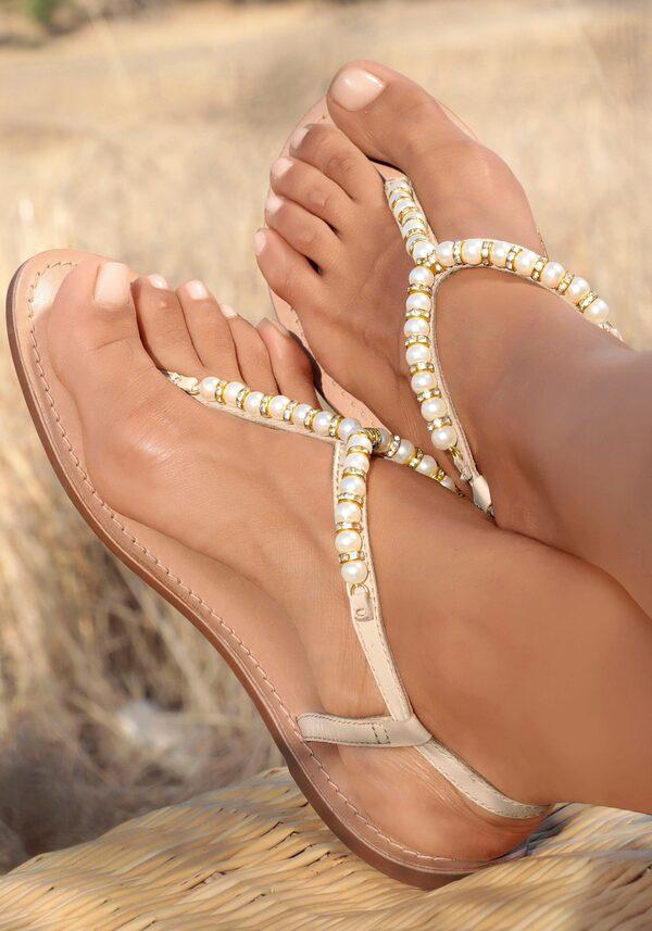 LASCANA Zehentrenner mit Perlen aus Leder