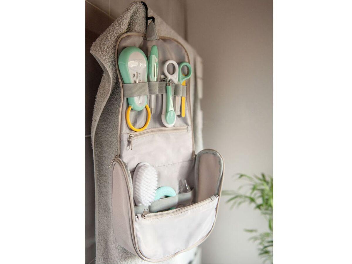 Bild 4 von BÉABA® Kulturbeutel, 9 Zubehörteilen für die Babypflege, Aufhängehaken, ab der Geburt