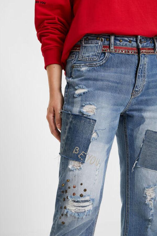 Boyfriend-Jeans Nieten