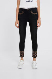 Skinny-Jeans Stickereien