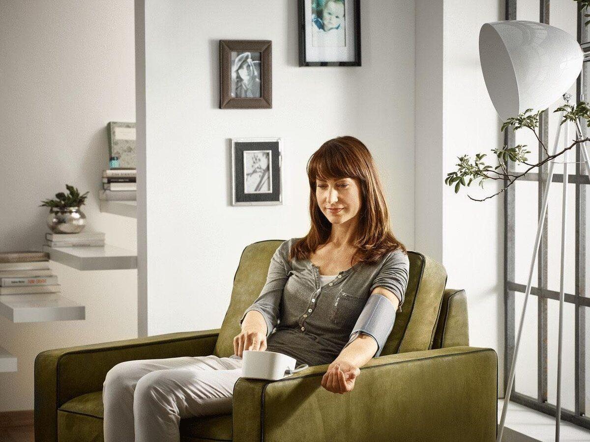 Bild 2 von Soehnle Oberarm-Blutdruckmessgerät Systo Monitor 300, integrierter Bewegungssensor für korrekte Messergebnisse