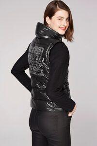 SOCCX Steppweste mit großem Label-Print hinten