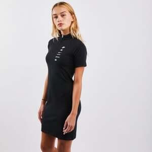 Nike Swoosh Dress - Damen Kleider