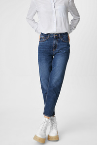 THE MOM JEANS