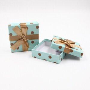 Geschenkschachtel mit Schleife Geschenkbox Geschenkverpackung gepunktet