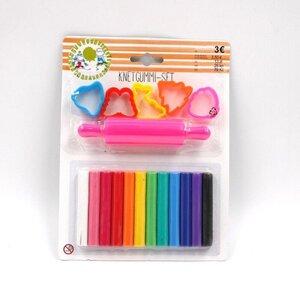 Knetgummi-Set mit Teigroller und Ausstechformen, farbig sortiert