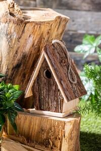 Little Friends Natur-Nisthäuschen - Mit Spitzdach und Rindenholz