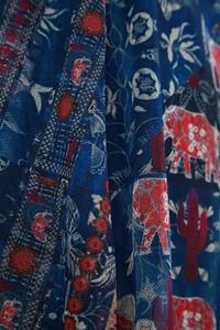 Ausgestelltes Kleid V-Ausschnitt