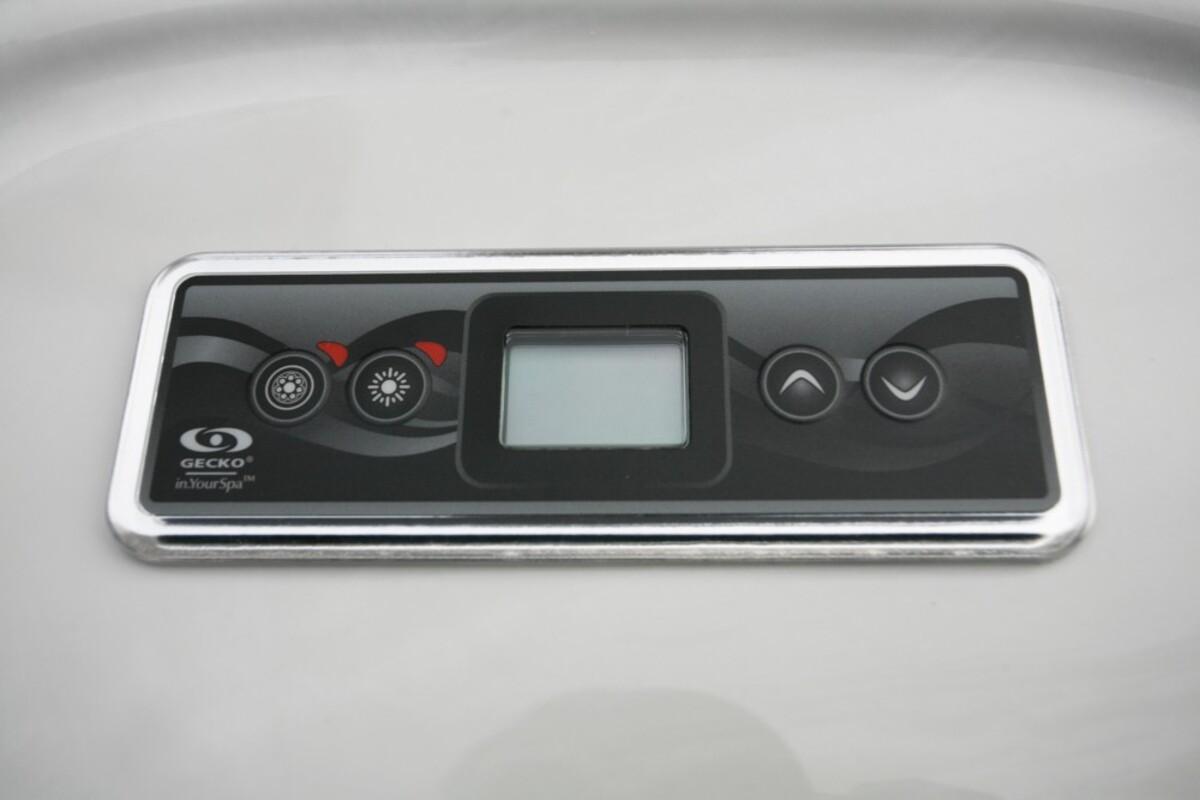 Bild 3 von LAMAR Outdoor Whirlpool inkl. Abdeckung mit Wärmeisolierung MALAGA für 5 Personen