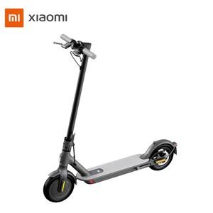 E-Scooter 1S • Motor: 300 Watt • Li-Ionen-Akku 42 V/7,65 Ah • Reichweite: bis zu 30 km • max. Geschwindigkeit: ca. 20 km/h • max. Nutzergewicht: ca. 100 kg • 8,5-Zoll-Luftreifen