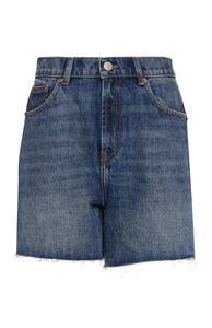 Blaue Jeansshorts mit offenem Saum