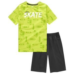 Jungen Shorty mit Skater-Motiven