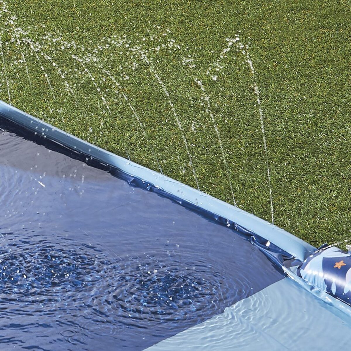 Bild 5 von CRANE     Wasserrutsche
