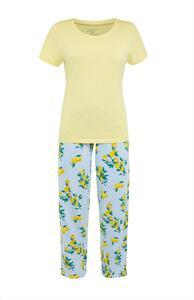 Gelbes Pyjamaset mit Muster