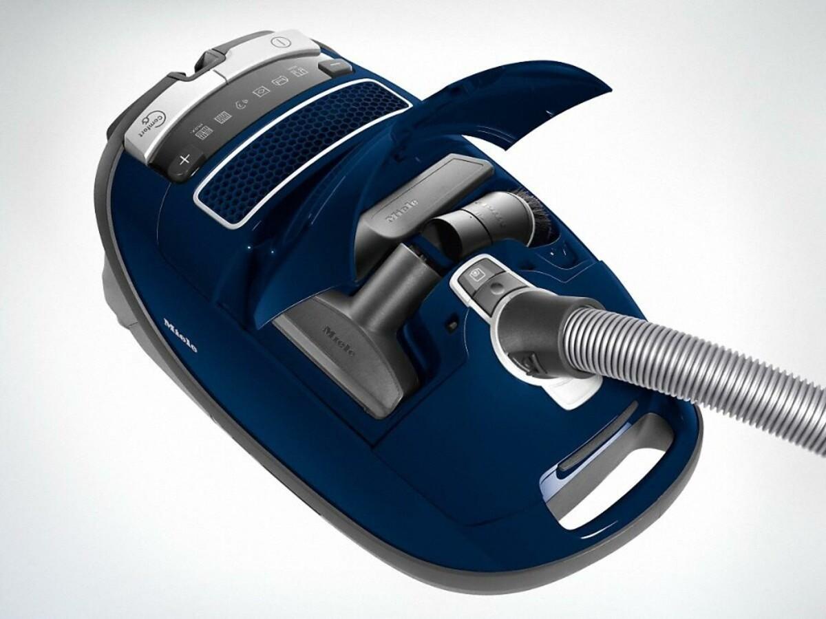 Bild 2 von MIELE Complete C3 Select marineblau Bodenstaubsauger (890 W, 12 m Aktionsradius, AirClean-Filter, Universal-Bodendüse, mit Beutel, Staubbeutelwechsel-Anzeige)