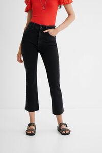 Knöchellange Jeanshose mit ausgestelltem Bein