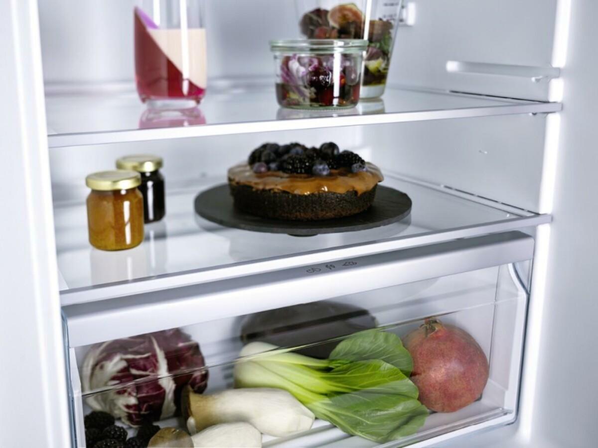 Bild 3 von MIELE K7104E EU1 Selection Einbaukühlschrank mit Gefrierfach (integrierbar, EEK E, 124 l Nutzinhalt, TouchControl, Display, 87,4 cm hoch, 55,8 cm breit)